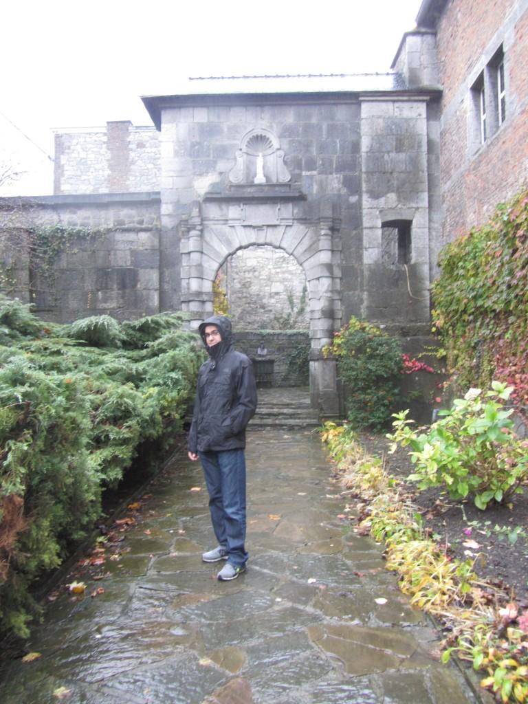 Acceso a la abadía de Leffe