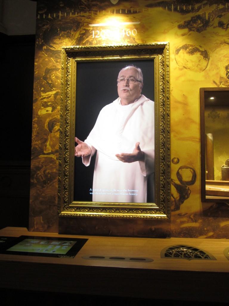 El señor monje que nos explicaba todo divinamente