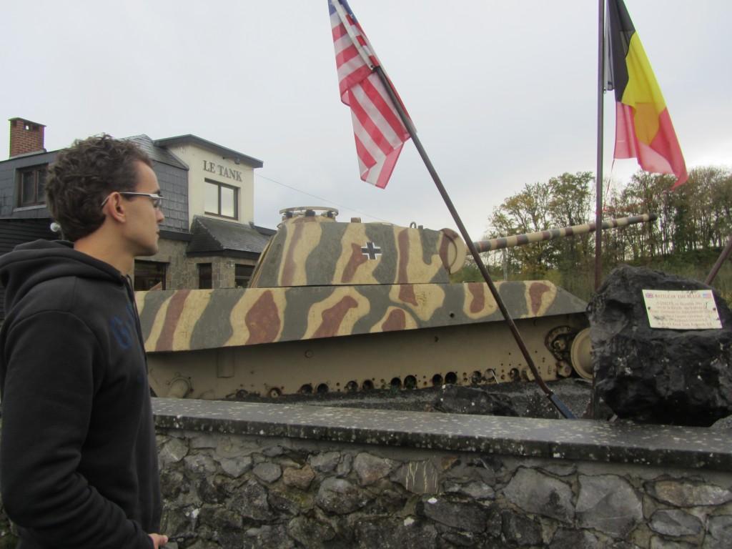 Panther junto a la cafetería Le Tank