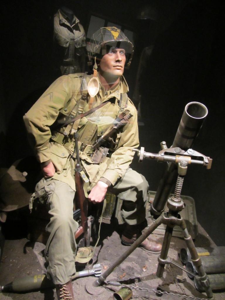 Soldado americano con un mortero
