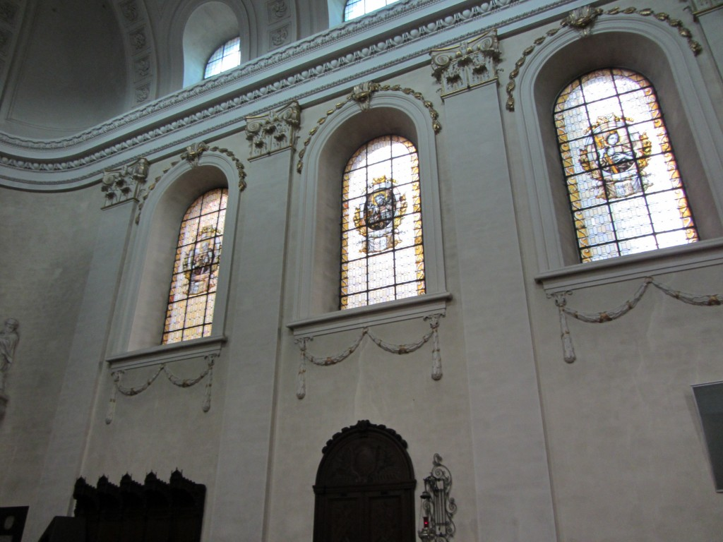Bonitas vidrieras y decoración