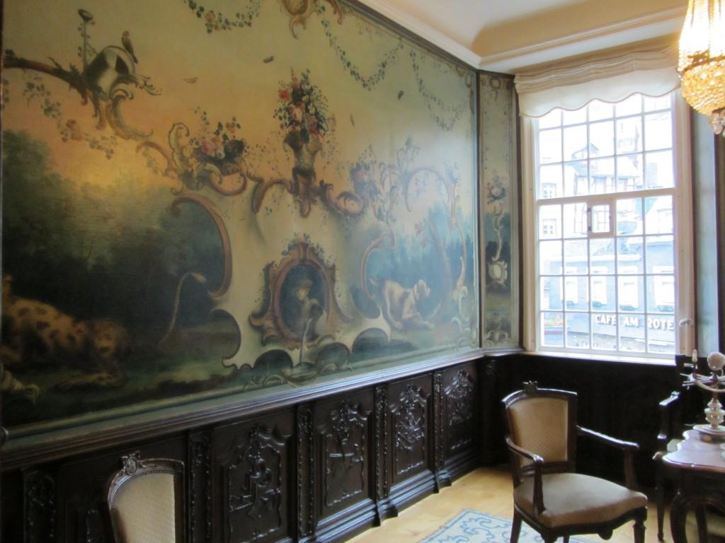 Preciosas pinturas decoraban las paredes