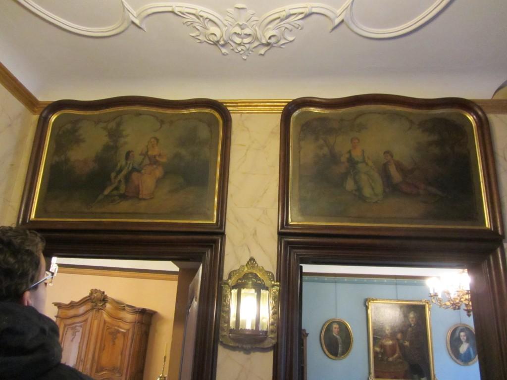 Hasta las puertas se decoraban con pinturas