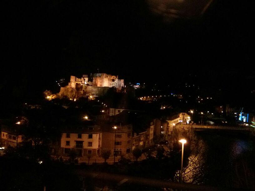 Vistas de la noche en La Roche en Ardenne