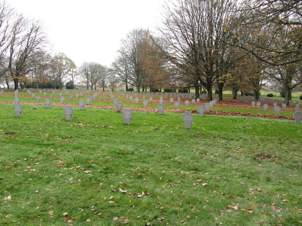 Cementerio de Recogne perfectamente cuidado
