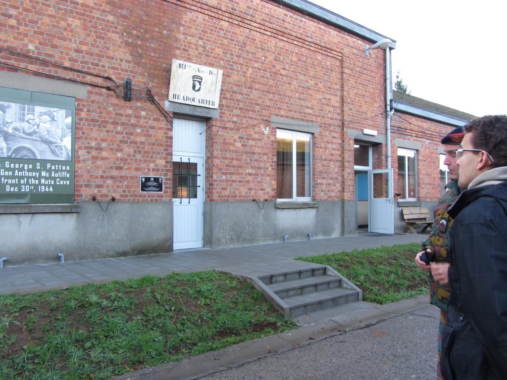 Comenzamos la visita por la zona exterior donde se recrean las estancias con fotografías de la WWII