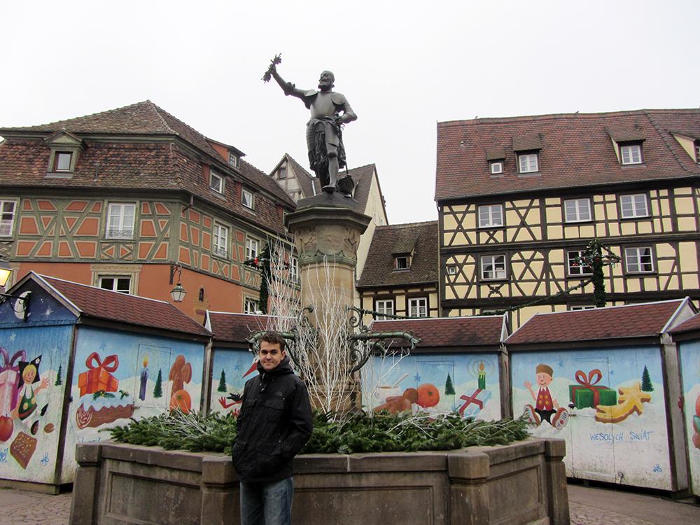 La fontaine de Schwendi, centro del mercado de la plaza